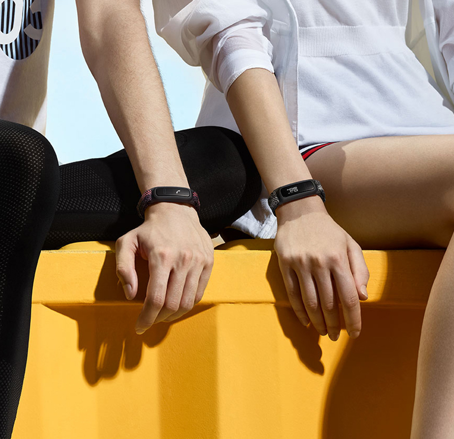 HUAWEI Band 4e Innovative Dual Wearing Mode