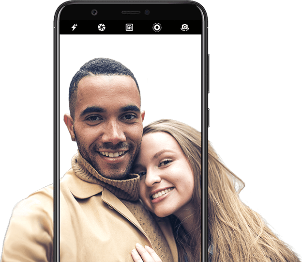 Couple photographed using the smart beauty feature - HUAWEI P smart