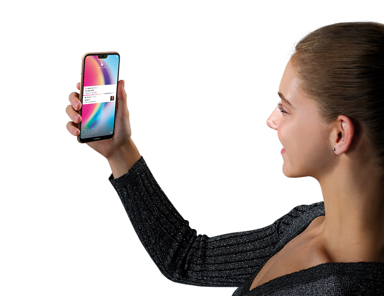 Woman using the facial recognition in HUAWEI nova 3e