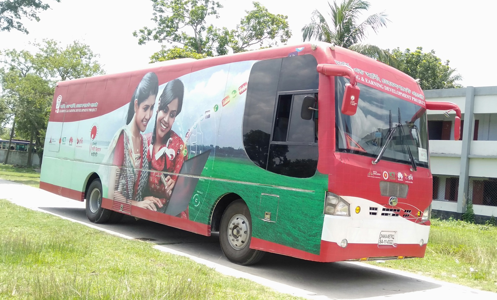 sustainability - People - Education - Digital training Buses