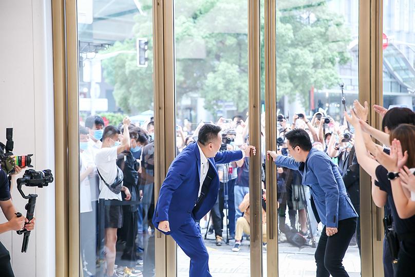 华为迄今全球最大旗舰店在上海南京东路开门迎客