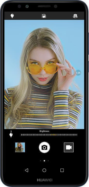 هاتف huawei y7 prime 2018 من الأمام باللون الأسود مع واجهة الكاميرا الامامية