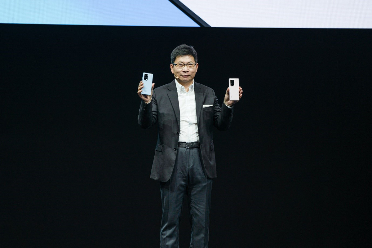 HUAWEI investments in technological innovation and research translate into HUAWEI Mate X2, a new generation of foldable flagship