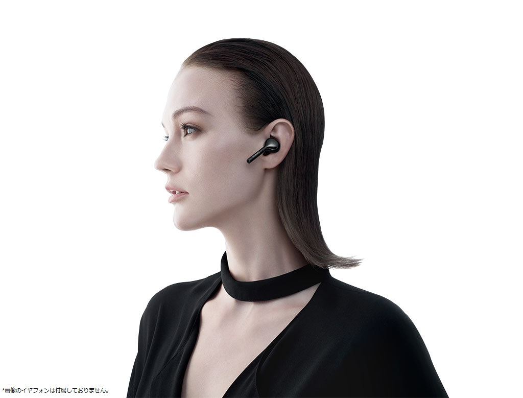 Huawei P20 Pro woman listening high resolution audio